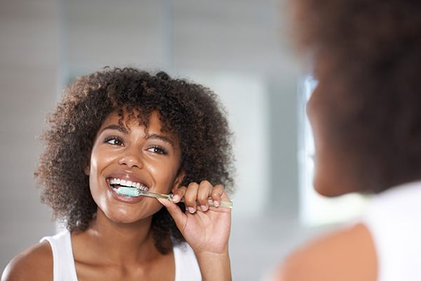 woman brushing here teeth